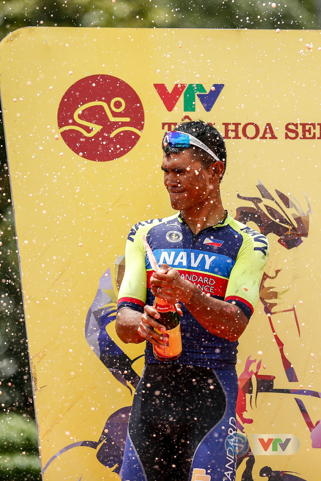 ẢNH: Những khoảnh khắc ấn tượng chặng 10 Giải xe đạp quốc tế VTV Cúp Tôn Hoa Sen 2018 - Ảnh 16.