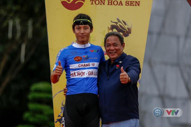 ẢNH: Những khoảnh khắc ấn tượng chặng 10 Giải xe đạp quốc tế VTV Cúp Tôn Hoa Sen 2018 - Ảnh 19.