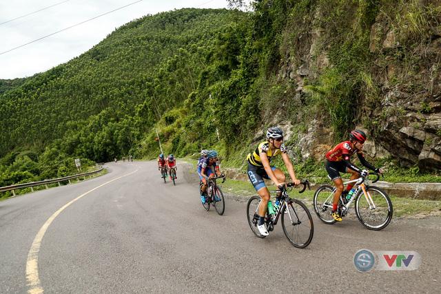 ẢNH: Những khoảnh khắc ấn tượng chặng 10 Giải xe đạp quốc tế VTV Cúp Tôn Hoa Sen 2018 - Ảnh 4.