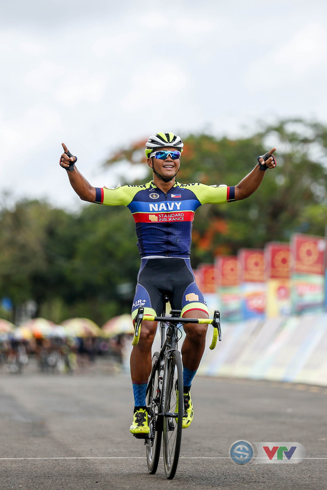 ẢNH: Những khoảnh khắc ấn tượng chặng 10 Giải xe đạp quốc tế VTV Cúp Tôn Hoa Sen 2018 - Ảnh 9.