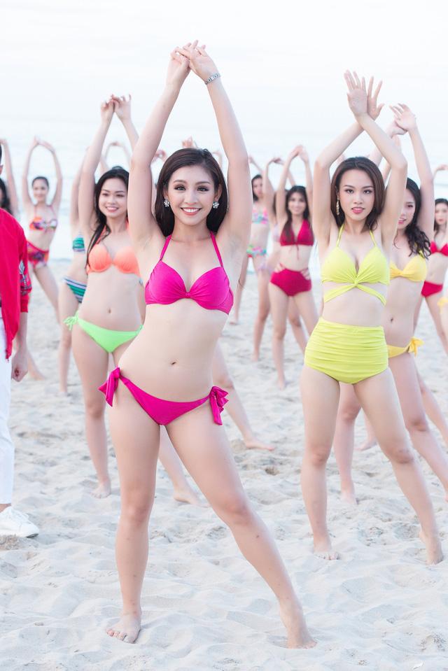 Thí sinh Hoa hậu Việt Nam 2018 nóng bỏng hết cỡ trong MV trước đêm chung kết - Ảnh 8.