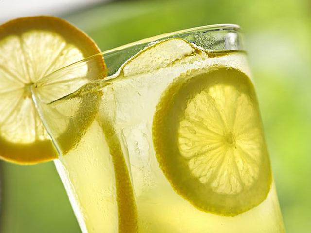 Uống nước chanh giảm cân an toàn lại hiệu quả - Ảnh 1.