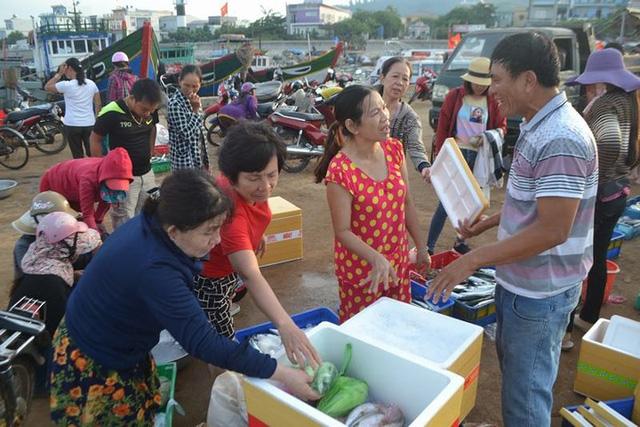 Đi chợ cá trên đảo Lý Sơn - Ảnh 6.