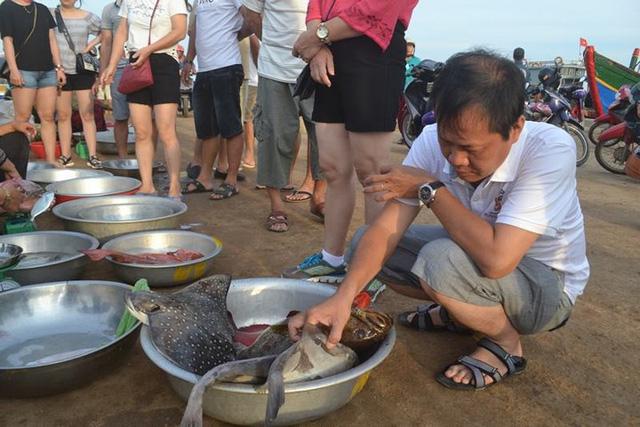 Đi chợ cá trên đảo Lý Sơn - Ảnh 7.