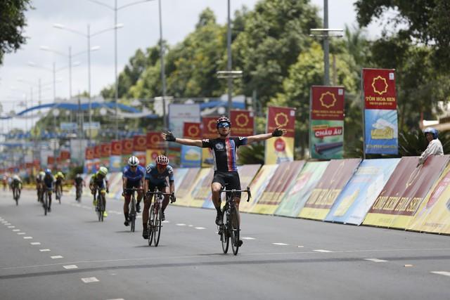 Tổng hợp chặng 11 giải xe đạp quốc tế VTV Cup Tôn Hoa Sen 2018: Jos Koop nhất chặng, Im Jaeyeon chính thức giành áo xanh - Ảnh 1.