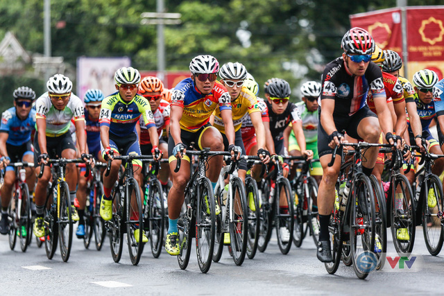 ẢNH: Những khoảnh khắc ấn tượng chặng 12 Giải xe đạp quốc tế VTV Cup Tôn Hoa Sen 2018 - Ảnh 1.
