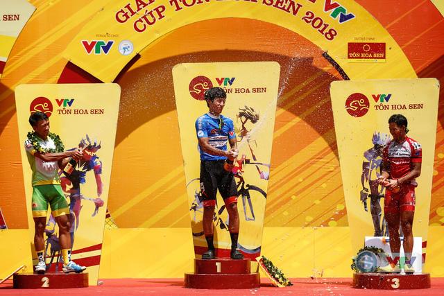 ẢNH: Những khoảnh khắc ấn tượng chặng 12 Giải xe đạp quốc tế VTV Cup Tôn Hoa Sen 2018 - Ảnh 17.