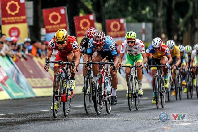 ẢNH: Những khoảnh khắc ấn tượng chặng 12 Giải xe đạp quốc tế VTV Cup Tôn Hoa Sen 2018 - Ảnh 2.