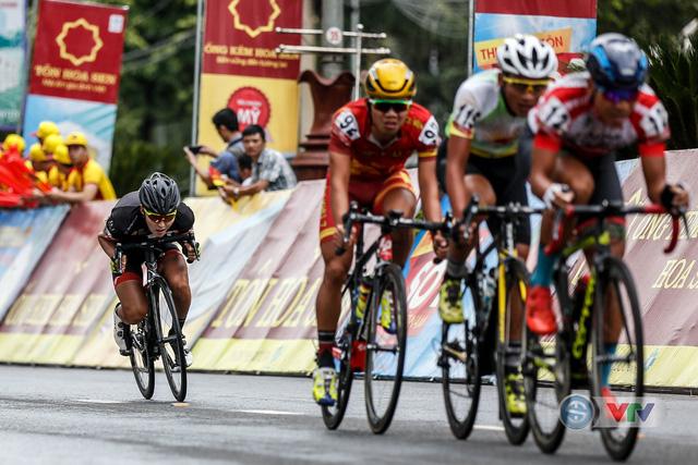 ẢNH: Những khoảnh khắc ấn tượng chặng 12 Giải xe đạp quốc tế VTV Cup Tôn Hoa Sen 2018 - Ảnh 3.