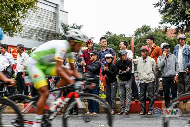 ẢNH: Những khoảnh khắc ấn tượng chặng 12 Giải xe đạp quốc tế VTV Cup Tôn Hoa Sen 2018 - Ảnh 4.