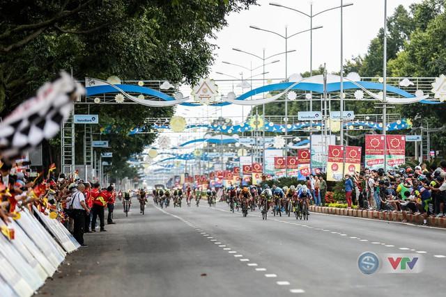 ẢNH: Những khoảnh khắc ấn tượng chặng 12 Giải xe đạp quốc tế VTV Cup Tôn Hoa Sen 2018 - Ảnh 7.
