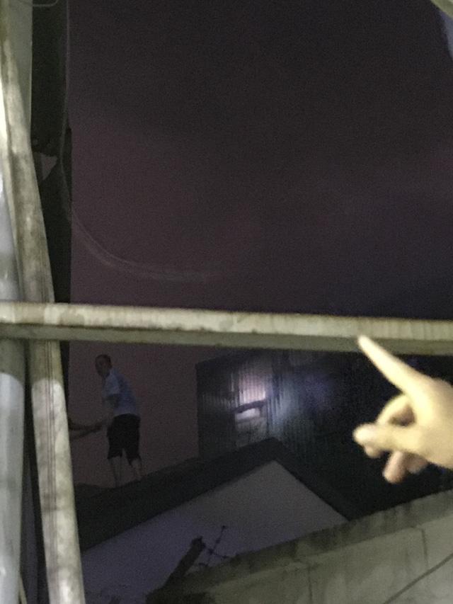 Hà Nội: Hơn 3 giờ vật lộn với ông Hỏa lớn chưa từng có trên phố Đê La Thành - Ảnh 27.