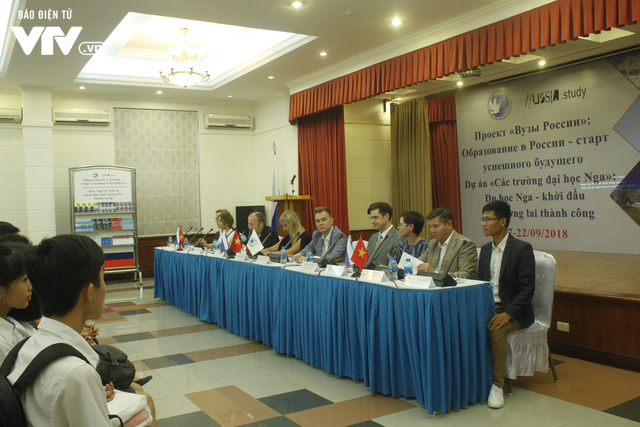 Triển lãm các trường đại học hàng đầu của Nga cuốn hút học sinh Việt - Ảnh 2.