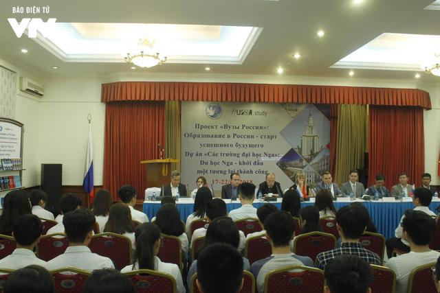 Triển lãm các trường đại học hàng đầu của Nga cuốn hút học sinh Việt - Ảnh 1.