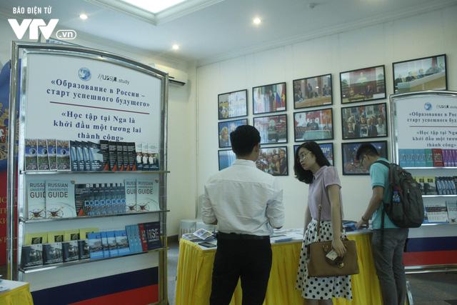 Triển lãm các trường đại học hàng đầu của Nga cuốn hút học sinh Việt - Ảnh 7.