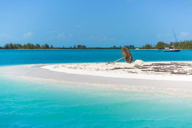 Điểm danh những bãi biển thiên đường đẹp như Maldives - Ảnh 1.