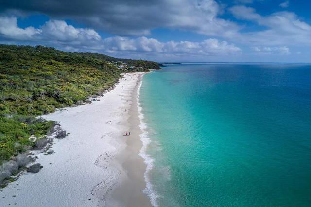 Điểm danh những bãi biển thiên đường đẹp như Maldives - Ảnh 2.