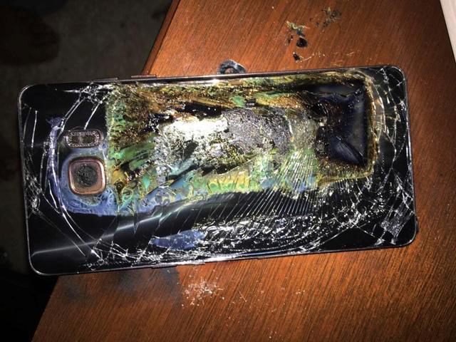 Galaxy Note 9 bất ngờ bốc cháy trong túi xách của người dùng - Ảnh 2.