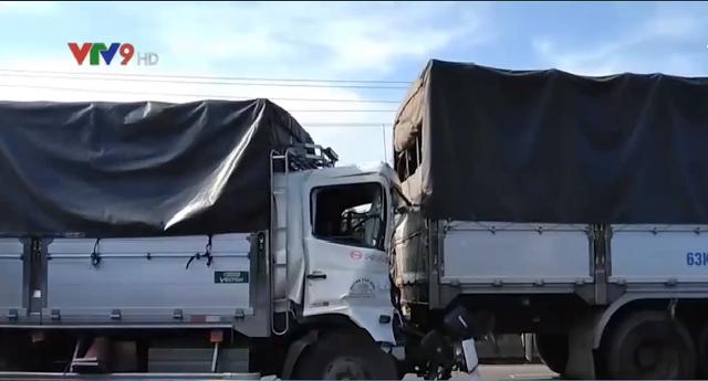 Tiền Giang: Va chạm liên hoàn giữa 4 xe ô tô tải, giao thông bị ùn ứ kéo dài - Ảnh 4.