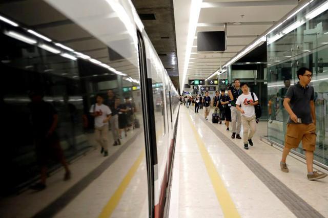 Trải nghiệm tàu cao tốc Hong Kong - Trung Quốc lục địa - Ảnh 1.