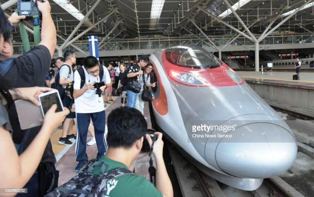 Trải nghiệm tàu cao tốc Hong Kong - Trung Quốc lục địa - Ảnh 4.