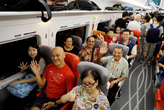 Trải nghiệm tàu cao tốc Hong Kong - Trung Quốc lục địa - Ảnh 5.