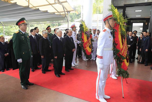 Hình ảnh Lãnh đạo Đảng, Nhà nước viếng Chủ tịch nước Trần Đại Quang - Ảnh 1.