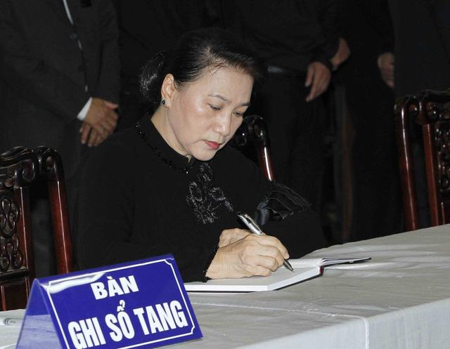Hình ảnh Lãnh đạo Đảng, Nhà nước viếng Chủ tịch nước Trần Đại Quang - Ảnh 13.