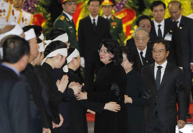 Hình ảnh Lãnh đạo Đảng, Nhà nước viếng Chủ tịch nước Trần Đại Quang - Ảnh 16.