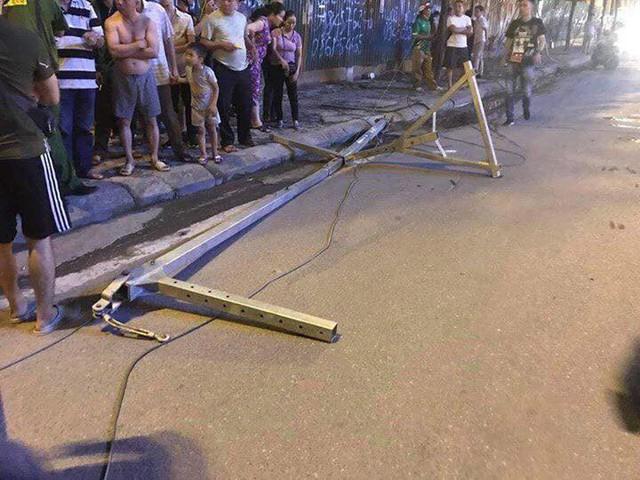 Hà Nội: Rơi thanh sắt công trình đang thi công, 1 người tử vong - Ảnh 1.