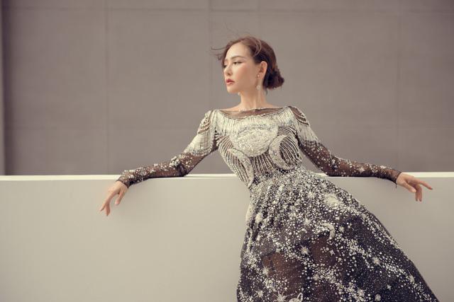 Hoa hậu Kỳ Duyên đụng hàng Lin Taiyang đẹp bất phân thắng bại - Ảnh 10.