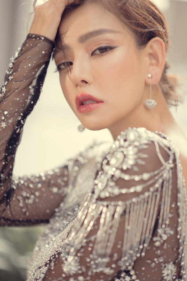 Hoa hậu Kỳ Duyên đụng hàng Lin Taiyang đẹp bất phân thắng bại - Ảnh 9.
