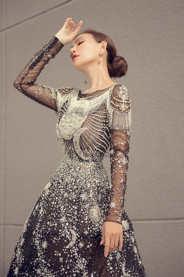 Hoa hậu Kỳ Duyên đụng hàng Lin Taiyang đẹp bất phân thắng bại - Ảnh 4.