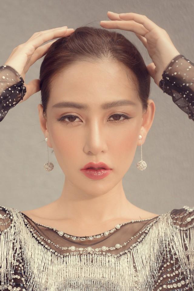 Hoa hậu Kỳ Duyên đụng hàng Lin Taiyang đẹp bất phân thắng bại - Ảnh 6.
