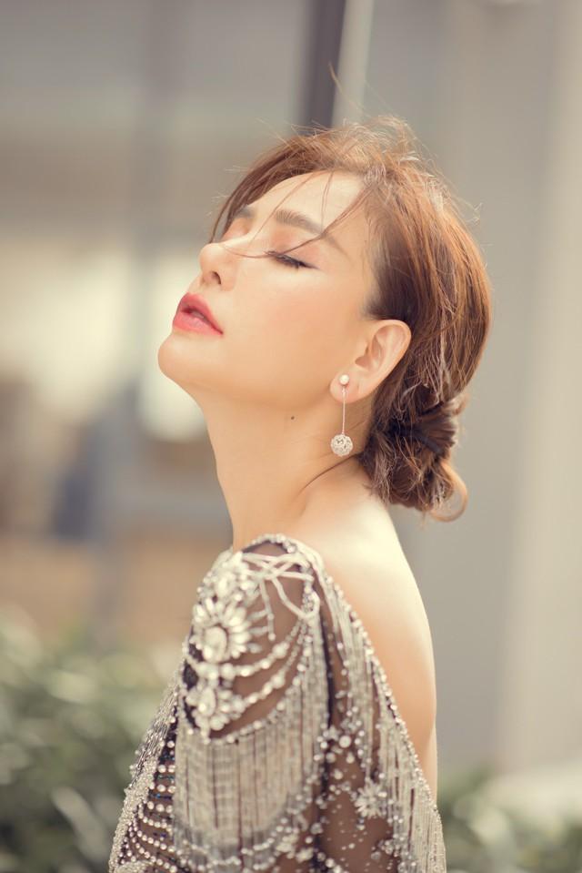 Hoa hậu Kỳ Duyên đụng hàng Lin Taiyang đẹp bất phân thắng bại - Ảnh 7.