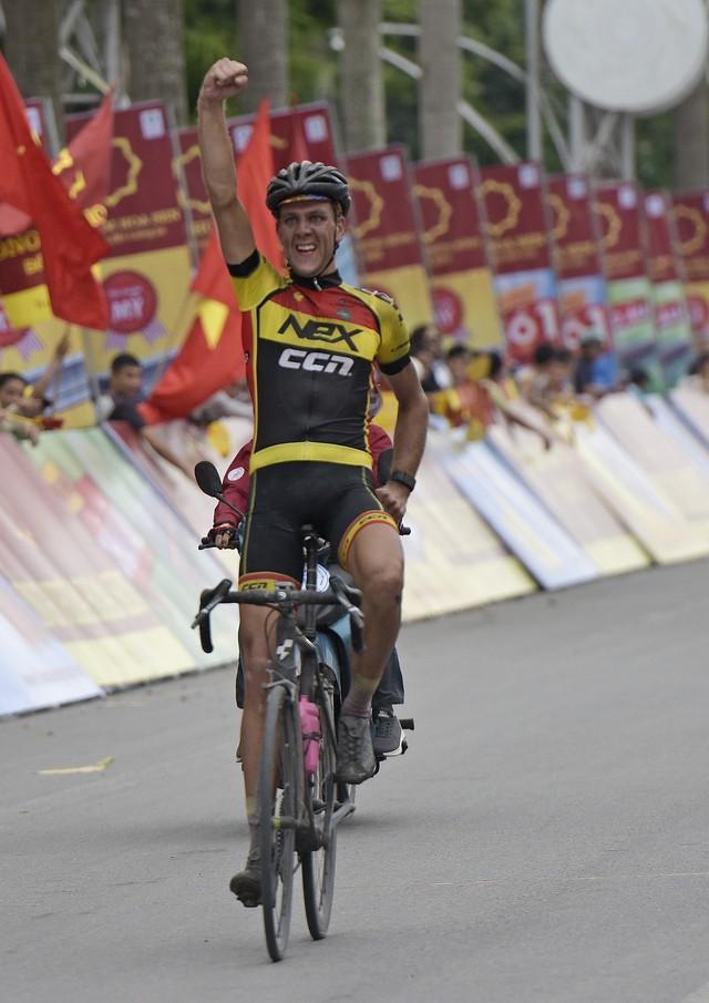 ẢNH: Những khoảnh khắc ấn tượng chặng 2 Giải xe đạp quốc tế VTV Cup Tôn Hoa Sen 2018 - Hà Nội đi Thanh Hoá - Ảnh 7.