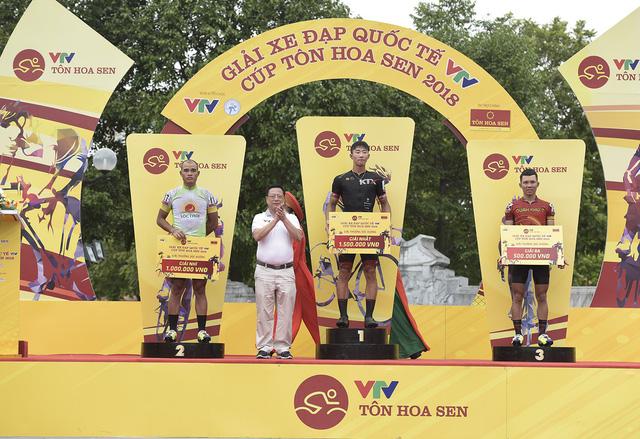 ẢNH: Những khoảnh khắc ấn tượng chặng 2 Giải xe đạp quốc tế VTV Cup Tôn Hoa Sen 2018 - Hà Nội đi Thanh Hoá - Ảnh 9.