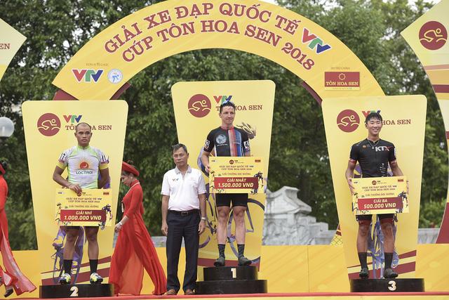 ẢNH: Những khoảnh khắc ấn tượng chặng 2 Giải xe đạp quốc tế VTV Cup Tôn Hoa Sen 2018 - Hà Nội đi Thanh Hoá - Ảnh 10.