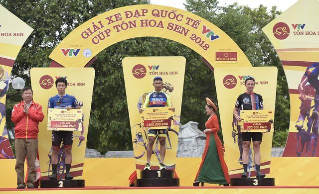 ẢNH: Những khoảnh khắc ấn tượng chặng 2 Giải xe đạp quốc tế VTV Cup Tôn Hoa Sen 2018 - Hà Nội đi Thanh Hoá - Ảnh 11.