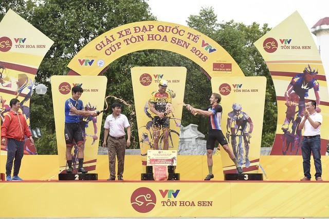 ẢNH: Những khoảnh khắc ấn tượng chặng 2 Giải xe đạp quốc tế VTV Cup Tôn Hoa Sen 2018 - Hà Nội đi Thanh Hoá - Ảnh 13.
