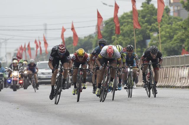 ẢNH: Những khoảnh khắc ấn tượng chặng 2 Giải xe đạp quốc tế VTV Cup Tôn Hoa Sen 2018 - Hà Nội đi Thanh Hoá - Ảnh 3.