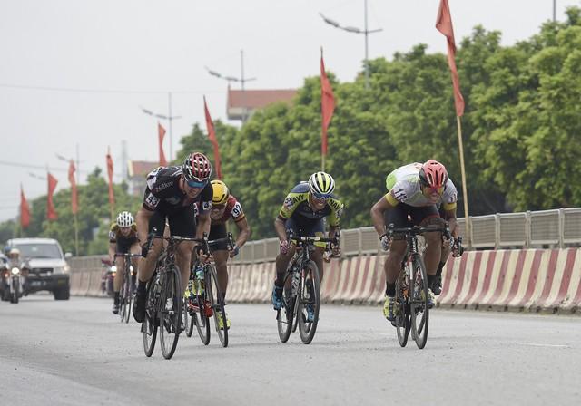 ẢNH: Những khoảnh khắc ấn tượng chặng 2 Giải xe đạp quốc tế VTV Cup Tôn Hoa Sen 2018 - Hà Nội đi Thanh Hoá - Ảnh 4.