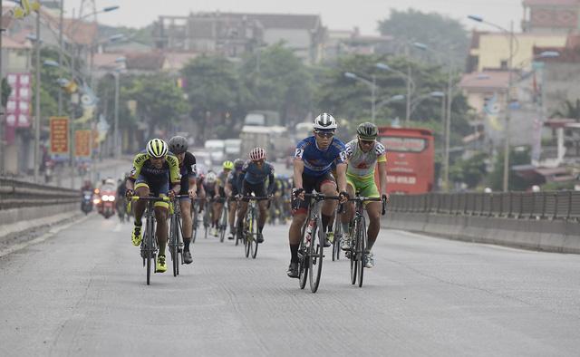 ẢNH: Những khoảnh khắc ấn tượng chặng 2 Giải xe đạp quốc tế VTV Cup Tôn Hoa Sen 2018 - Hà Nội đi Thanh Hoá - Ảnh 5.