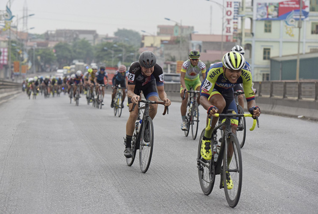 ẢNH: Những khoảnh khắc ấn tượng chặng 2 Giải xe đạp quốc tế VTV Cup Tôn Hoa Sen 2018 - Hà Nội đi Thanh Hoá - Ảnh 6.