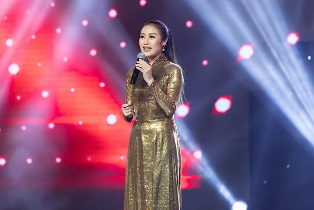 MC Phí Linh nhận cơn mưa lời khen sau đêm CK Giọng hát Việt 2018 - Ảnh 5.