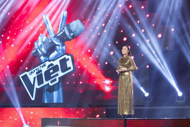 MC Phí Linh nhận cơn mưa lời khen sau đêm CK Giọng hát Việt 2018 - Ảnh 1.