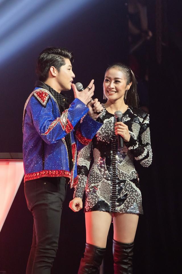MC Phí Linh nhận cơn mưa lời khen sau đêm CK Giọng hát Việt 2018 - Ảnh 2.