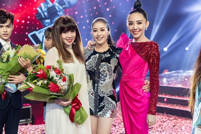 MC Phí Linh nhận cơn mưa lời khen sau đêm CK Giọng hát Việt 2018 - Ảnh 10.