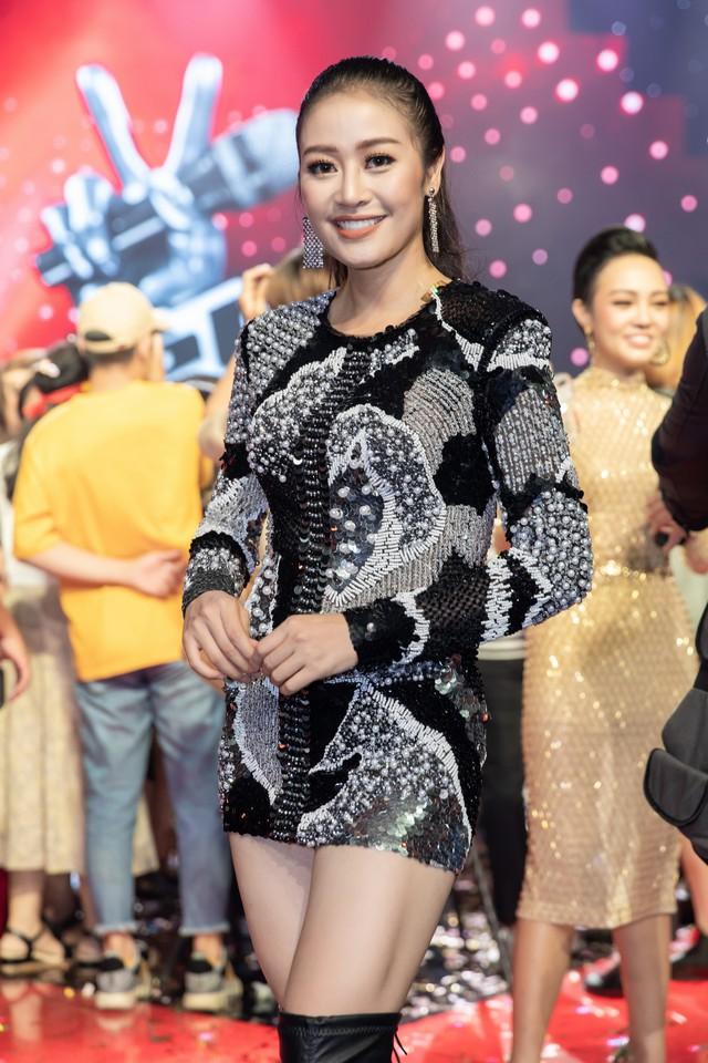 MC Phí Linh nhận cơn mưa lời khen sau đêm CK Giọng hát Việt 2018 - Ảnh 7.