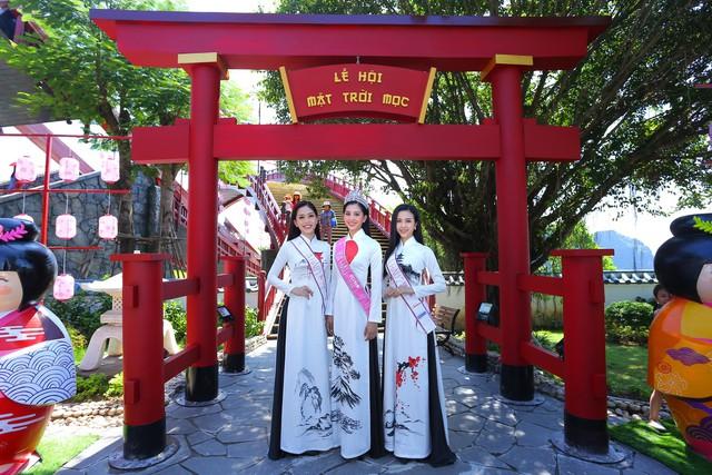 Top 3 Hoa hậu Việt Nam 2018 đọ sắc với áo dài họa tiết Nhật Bản - Ảnh 1.
